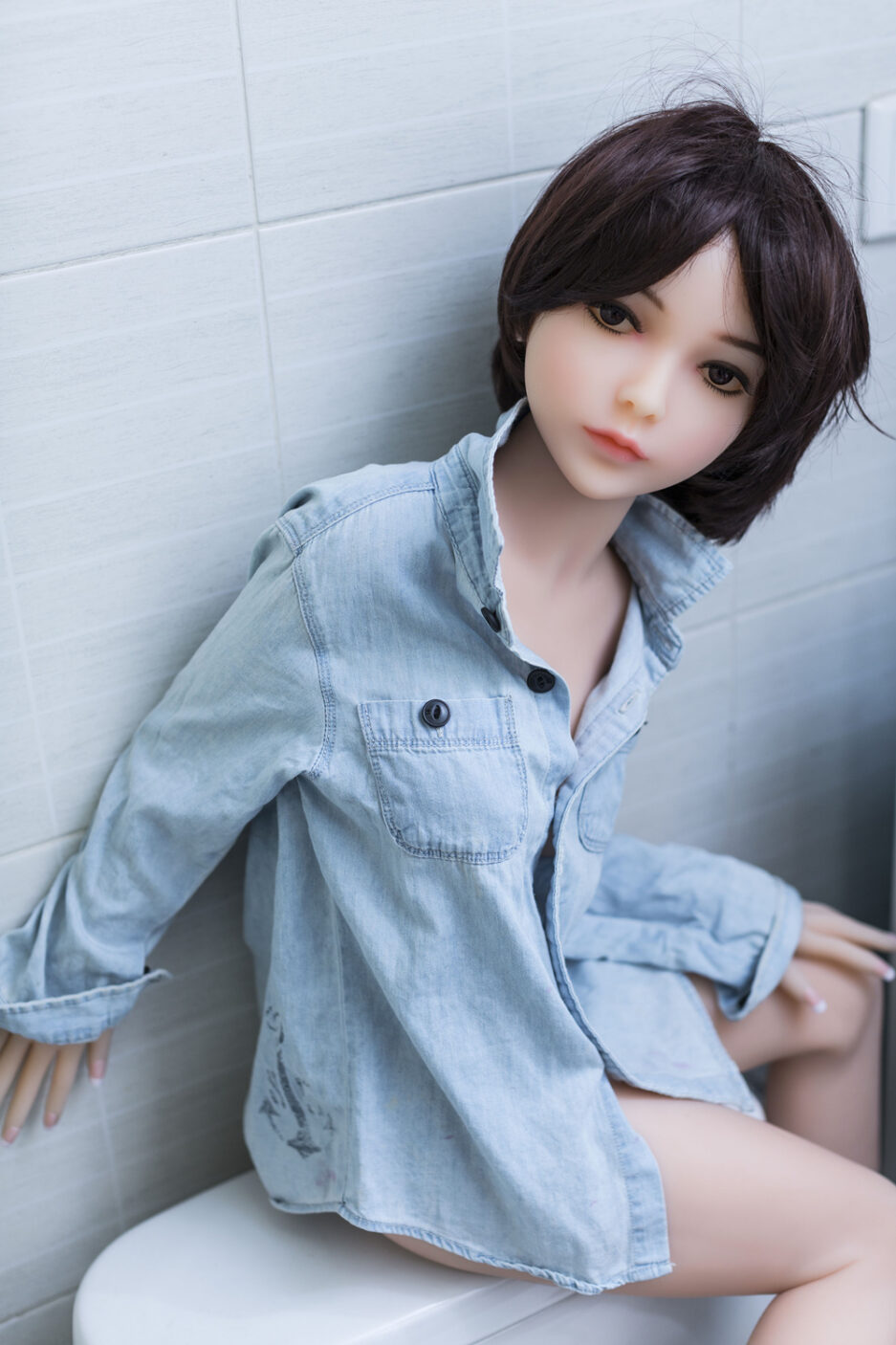 Small boobs sex doll with short hair