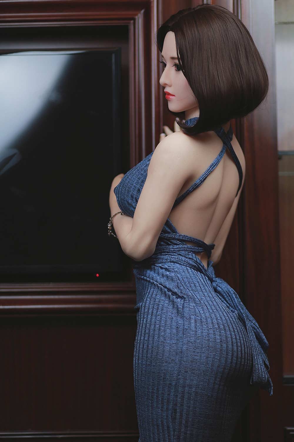 Sex doll with black short hair