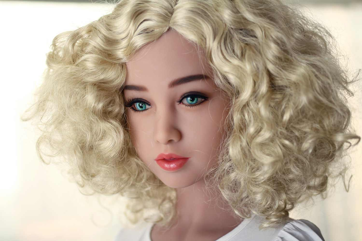 Sex doll with pink lips