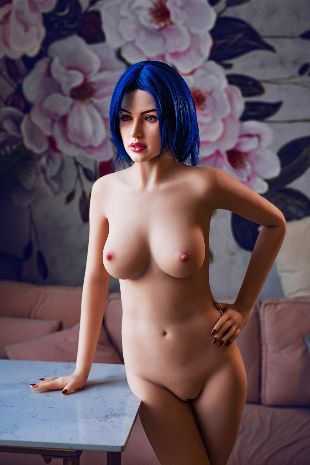 Silicone sex doll with hands in waist