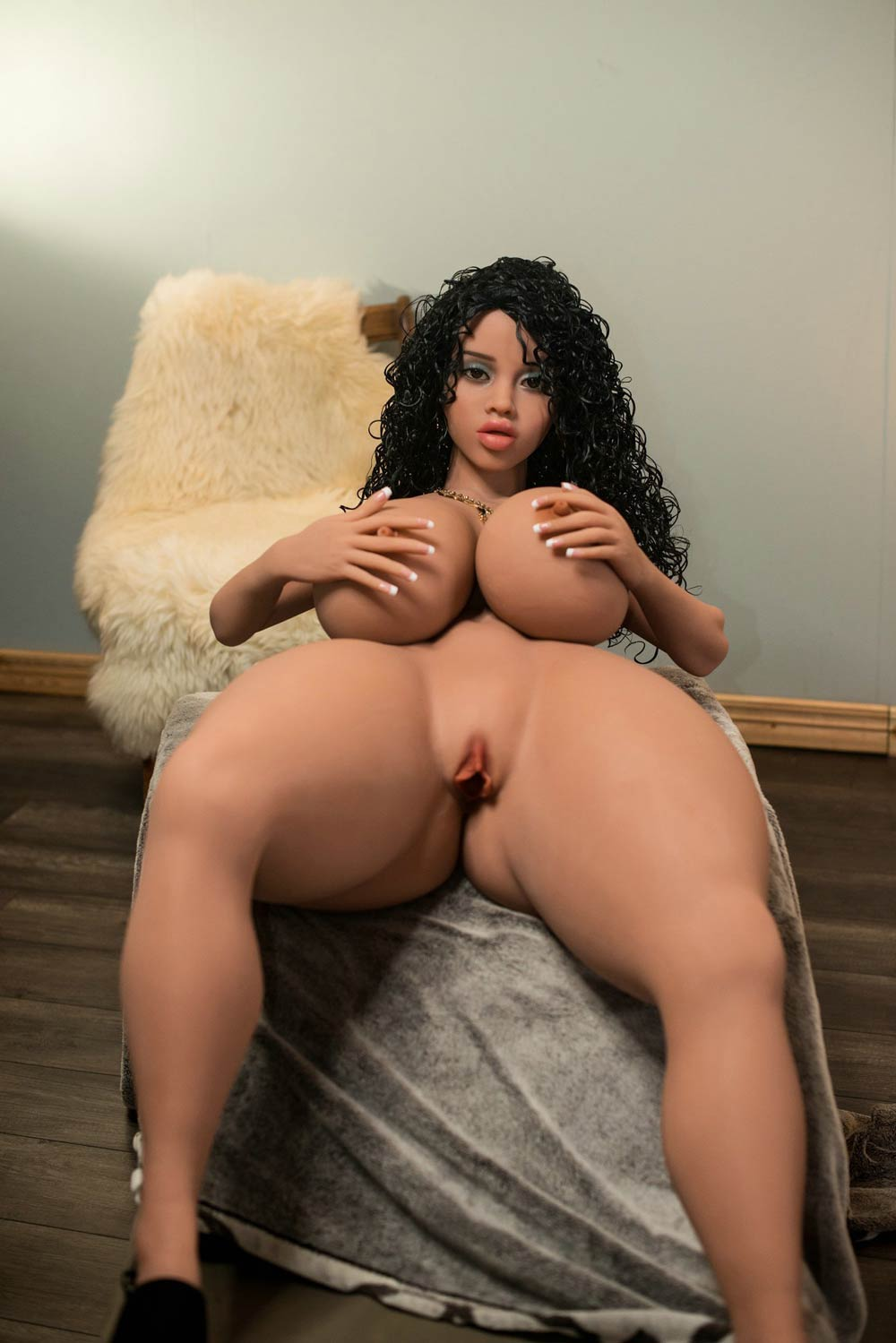 Big breasted sex doll with naked body