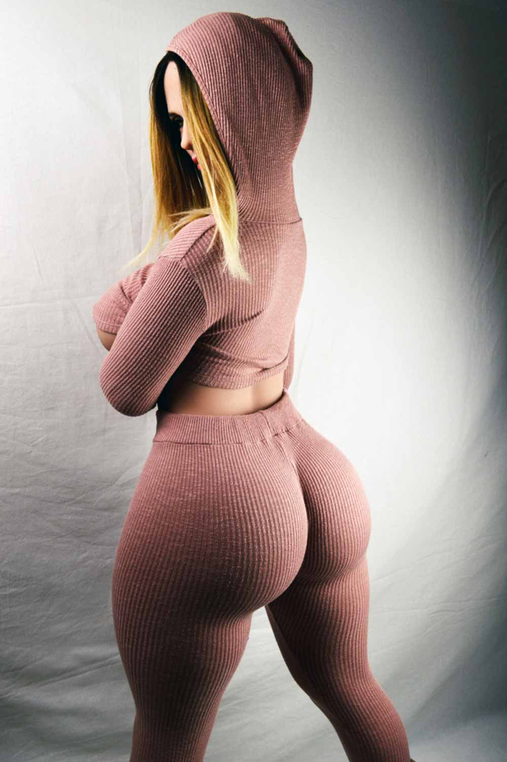 Big tits and big ass sex dolls seeing the back