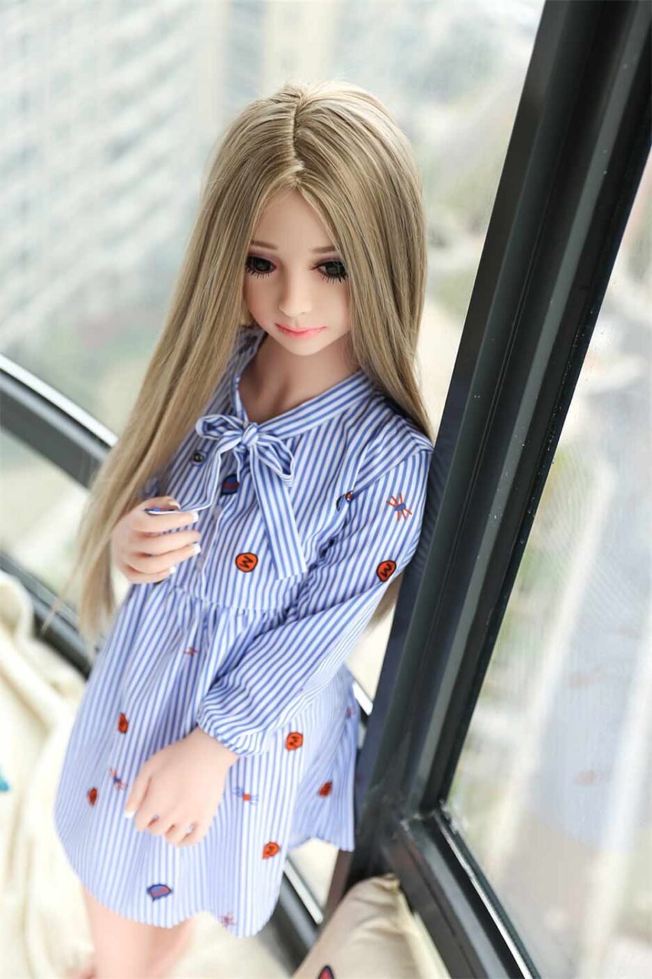 Mini sex doll with hands and tie