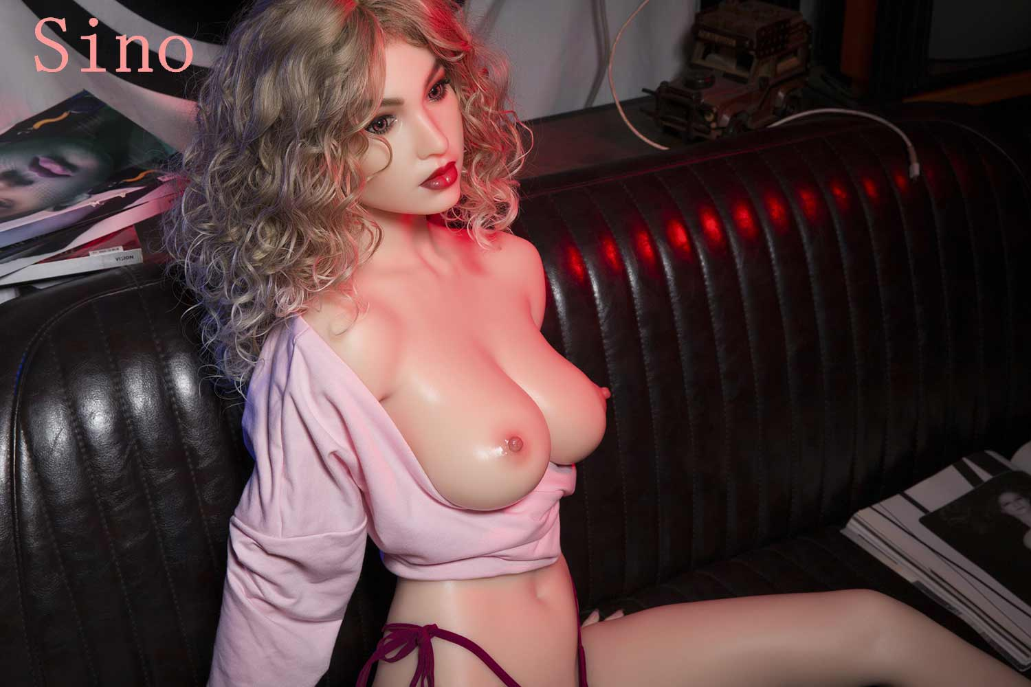 The silicone sex doll that pulls down the clothes to expose the breasts