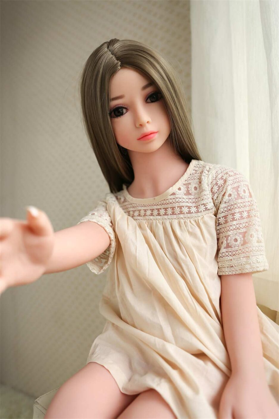 Mini sex doll with one hand out