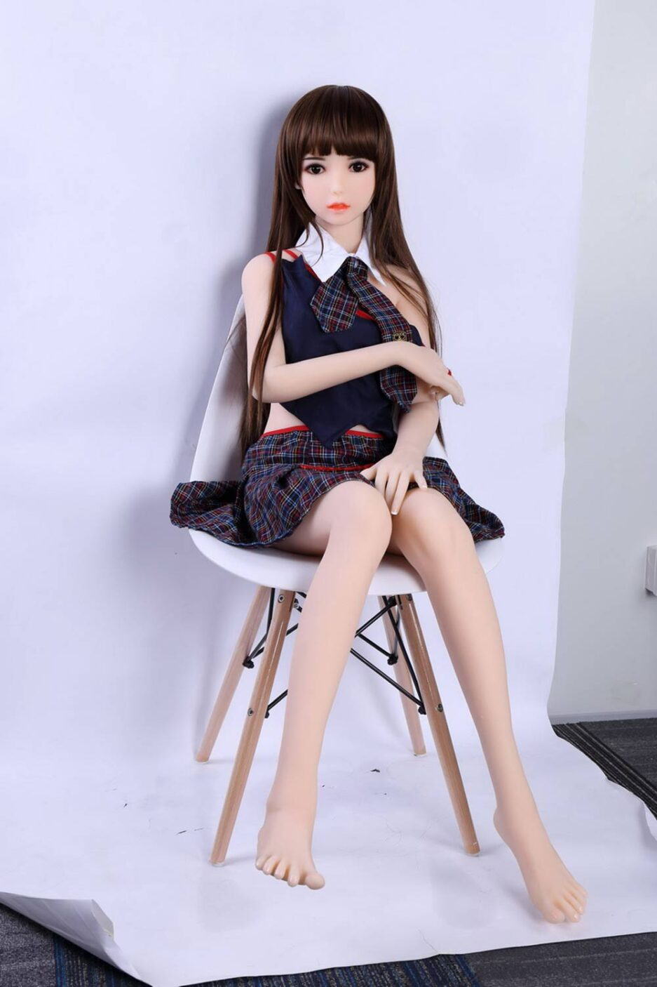 Mini sex doll with the other arm